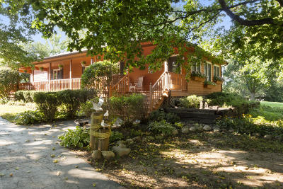 Lake Geneva Single Family Home Active Contingent With Offer: N1529 Linn Rd