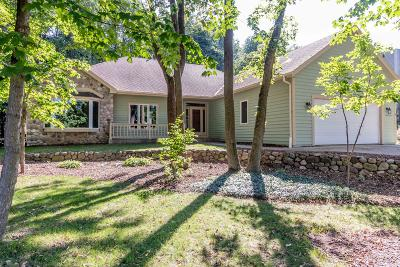 Sussex Single Family Home For Sale: W226n7460 Woodland Creek Dr