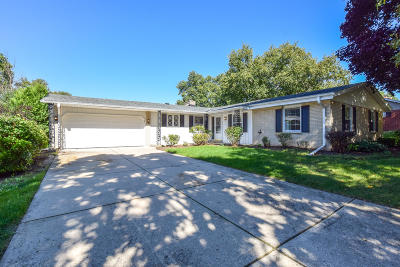 Grafton Single Family Home Active Contingent With Offer: 1706 Holly Ln