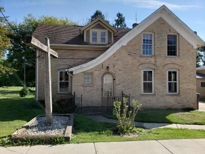 Ozaukee County Single Family Home For Sale: 415 Fredonia Ave #421