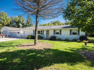 Jefferson County Single Family Home Active Contingent With Offer: N5360 Bakertown Dr
