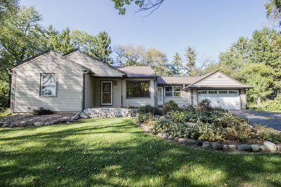 Mequon Single Family Home For Sale: 5724 W Sherwood Dr