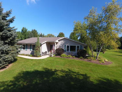 Lisbon Single Family Home Active Contingent With Offer: N67w26800 Argyle Dr