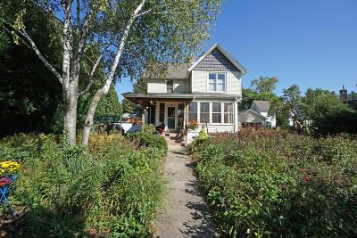 Oconomowoc Single Family Home For Sale: 318 E Oak St
