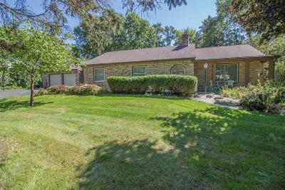 Brookfield Single Family Home For Sale: 13525 Oak Hill Ln