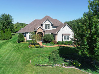 Racine County Single Family Home Active Contingent With Offer: 8732 Arbor Hill Dr
