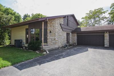 Waukesha Single Family Home For Sale: W273s3925 Brookhill Ct