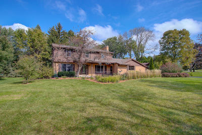 Mequon Single Family Home Active Contingent With Offer: 2226 W Glenbrook Ln