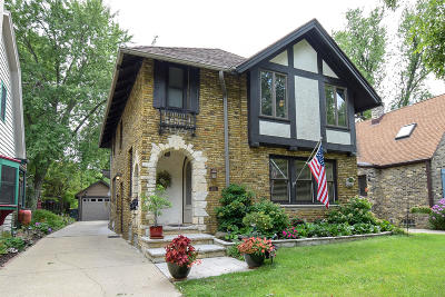 Shorewood Single Family Home For Sale: 2105 E Lake Bluff Blvd