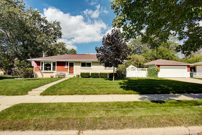 Menomonee Falls Single Family Home Active Contingent With Offer: N84w14908 Menomonee Ave