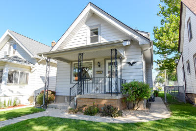 West Allis Single Family Home Active Contingent With Offer: 5830 W Mineral St