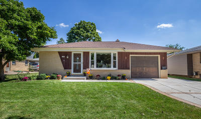 Milwaukee Single Family Home For Sale: 3838 S 93rd St