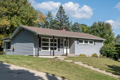 Waukesha Single Family Home Active Contingent With Offer: 1020 W Cumberland Dr