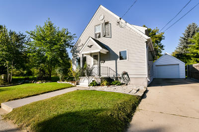 West Bend Single Family Home For Sale: 652 Michigan Ave