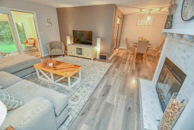 Delafield Condo/Townhouse Active Contingent With Offer: 334 Riverview Dr #1