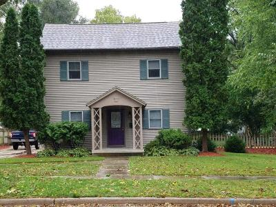 Oconomowoc Single Family Home For Sale: 730 Elizabeth St
