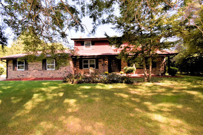 Milwaukee County Single Family Home Active Contingent With Offer: 5240 W Joleno Ln