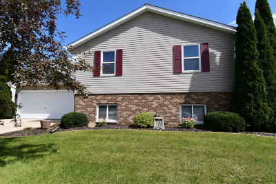 West Bend Single Family Home For Sale: 1515 Indiana Ave