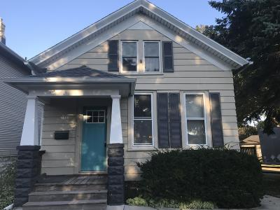 Milwaukee WI Single Family Home Active Contingent With Offer: $189,900