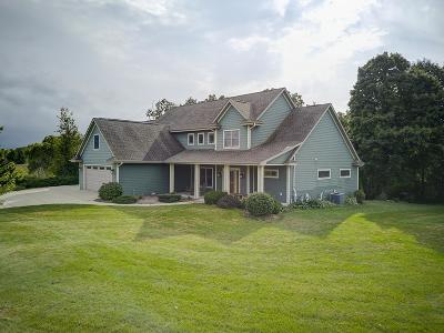 Ozaukee County Single Family Home For Sale: 3271 Bay Hill Rd