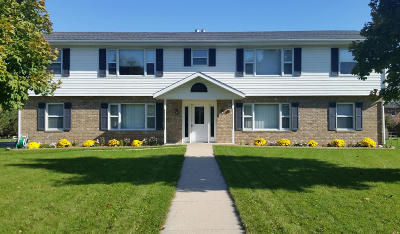 Hartland Multi Family Home Active Contingent With Offer: 620 Dundee Ln #626