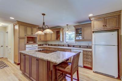 Waukesha Single Family Home For Sale: S35w27695 Country Club Ct