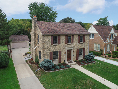 Milwaukee County Single Family Home Active Contingent With Offer: 4611 N Wildwood Ave