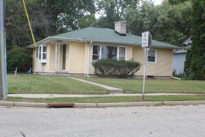 Oconomowoc Single Family Home For Sale: 168 S Maple St
