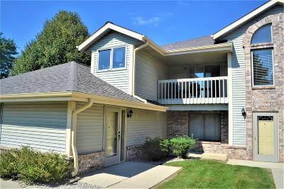Waukesha WI Condo/Townhouse Active Contingent With Offer: $137,900