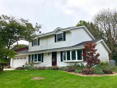 Racine Single Family Home Active Contingent With Offer: 3007 Stonebridge Dr
