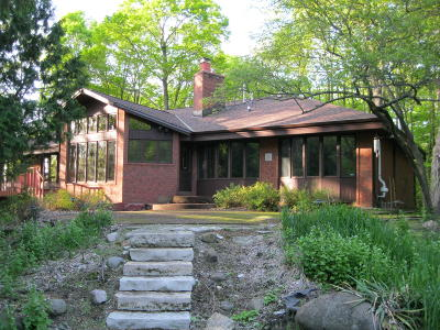 Brookfield Single Family Home Active Contingent With Offer: 16555 Woods Edge Ct