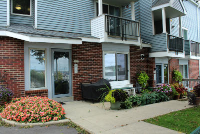Milwaukee Condo/Townhouse Active Contingent With Offer: 2708 S Shore Dr