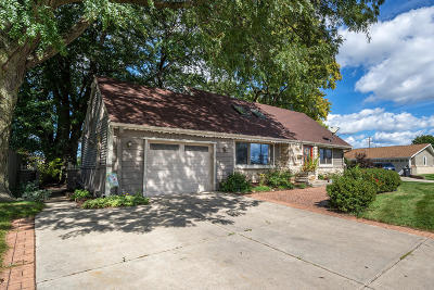 Menomonee Falls Single Family Home For Sale: N89w15640 Cleveland Ave