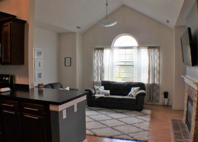 Jackson Condo/Townhouse Active Contingent With Offer: N165w20505 Berry Patch Rd