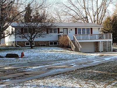 Kewaskum Single Family Home Active Contingent With Offer: 8095 Townline Rd