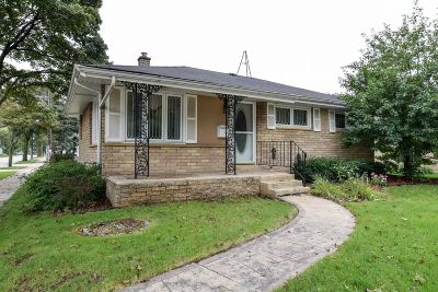 Milwaukee Single Family Home For Sale: 3600 S 84th St