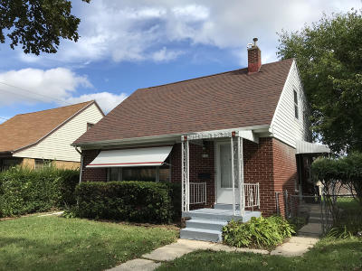 Milwaukee Single Family Home For Sale: 5170 N 66th St