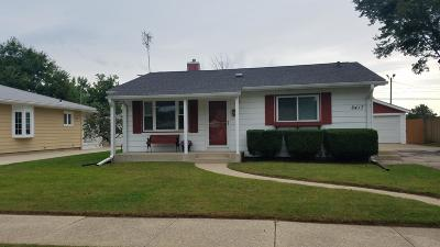 Kenosha Single Family Home Active Contingent With Offer: 8417 19th Ave