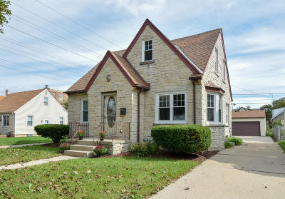Milwaukee Single Family Home For Sale: 122 S 77th St