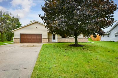 New Berlin Single Family Home Active Contingent With Offer: 4143 S Regal Manor Ct