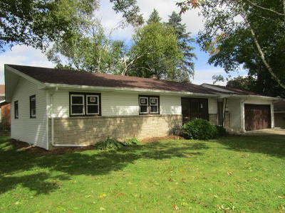 Cedarburg Single Family Home For Sale: N66w6766 Cleveland St