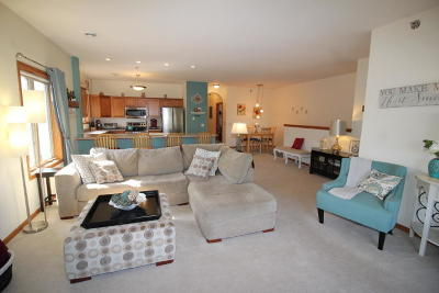 Waukesha WI Condo/Townhouse For Sale: $199,900