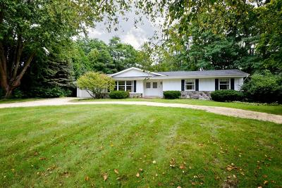 Mequon Single Family Home Active Contingent With Offer: 10712 N Tarrytown Ln