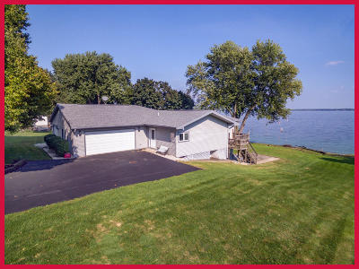Fort Atkinson Single Family Home Active Contingent With Offer: W8597 E Lake Dr