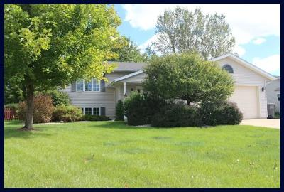 Lake Mills Single Family Home Active Contingent With Offer: 240 Oakbrook Dr