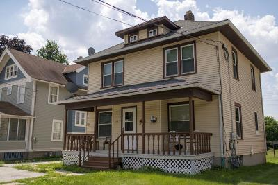 West Bend Single Family Home For Sale: 610 North St