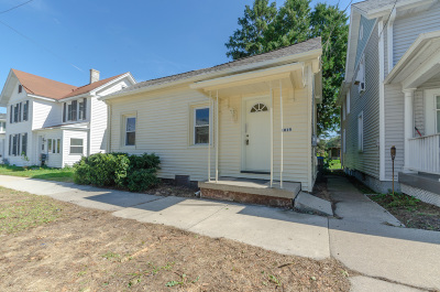 Watertown Single Family Home For Sale: 1019 N Second St
