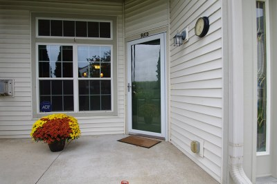 Racine County Condo/Townhouse For Sale: 982 Stratford Ct #101