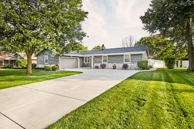 New Berlin Single Family Home For Sale: 15275 W Mayflower