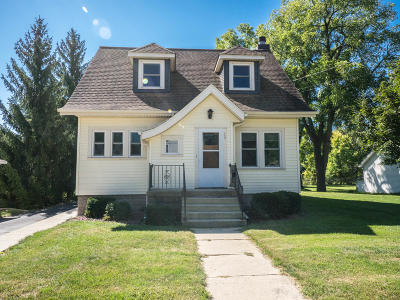 Mukwonago Single Family Home Active Contingent With Offer: 117 Park Ave